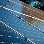 Dach mit Photovoltaikmodulen