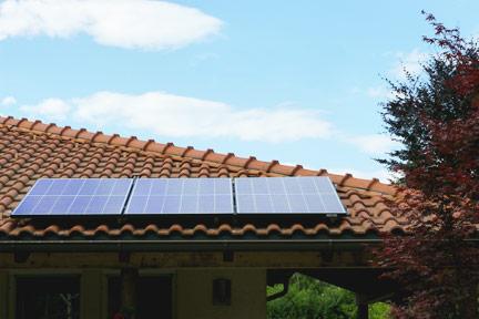 Bungalow Dach mit Photovoltaik