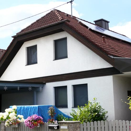 Einfamilienhaus mit Photovoltaik am Schrägdach