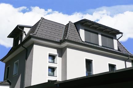 Rückansicht Zweifamilienhaus mit Photovoltaik
