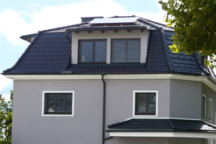 Walmdach mit Photovoltaik